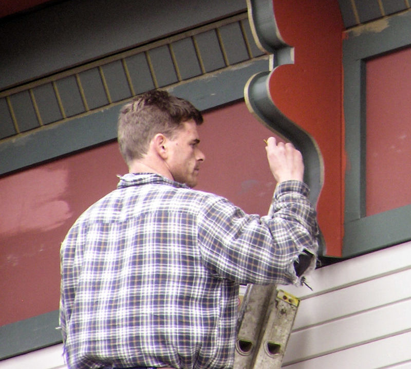 painter-painting-house-trime